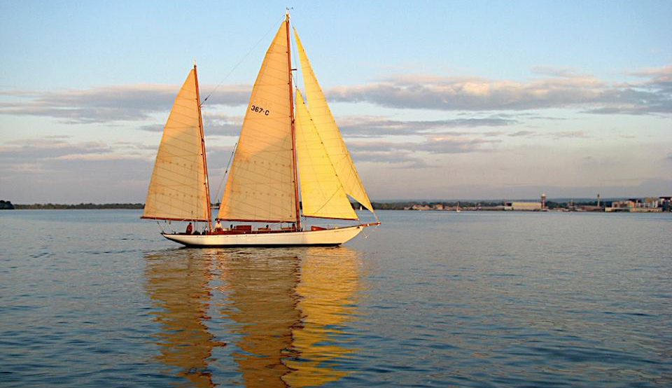 A sailboat on the waters of Lake Erie